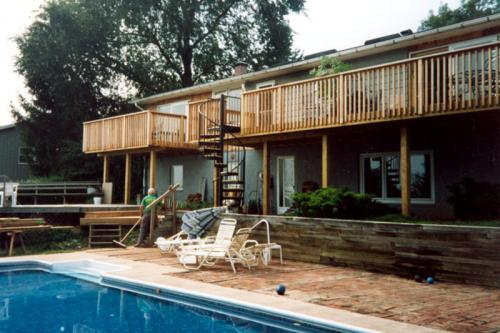 5) DECKS: Lightstreet Cedar Deck with Spiral Staircase